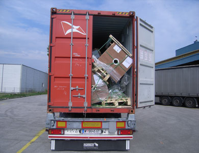 Photographic evidence: Container: Improper securing of cargoContainer